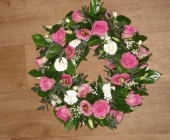 Open wreath with Roses and Lisianthus